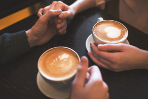 couples-drinking-coffee